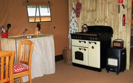 3_safari_tent_kitchen_450x281px.png