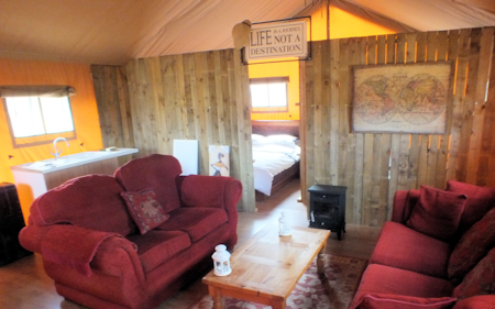 4_ling_safari_tents_inside_450x281px